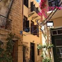 Трехэтажный традиционный дом на продажу, центр, Ханья, Крит, в г.Ханья