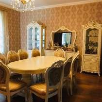 Столовый гарнитур Маркиза (стол, стулья, 3 шкафа) Золотая, в Москве