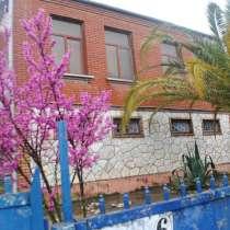 Продажа большого двухэтажного дома в городе Поти, в г.Поти