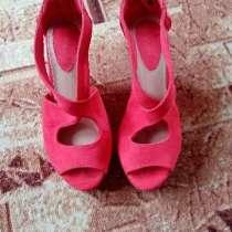 Ярко красные туфли на высоком-слитном каблуке надевала1 раз, в Красноармейске