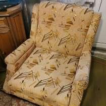 Люстры, шкаф с антресолями, кресло, в г.Минск