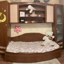 Продам детскую стенку, кровать, компьютерный стол, в Архангельске