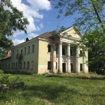Двухэтажное здание с участком в РБ, в Москве
