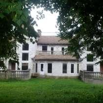 Трехэтажный дом общей площадью 540 квадратных метров. Зеркал, в г.Гродно