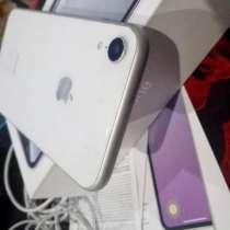 IPhone XR белый на 64гб, в Москве