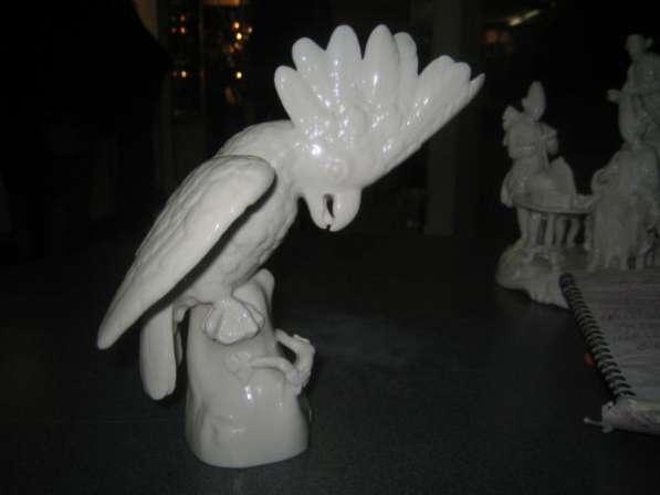 Фарфоровую статуэтку-Попугай-,Германия,Нимфенбург,1920е годы