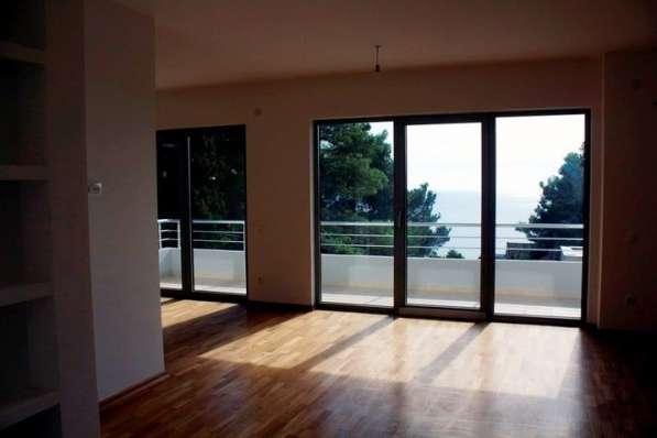 Дом с панорамными окнами, вид на море и горы. Черногория в фото 11