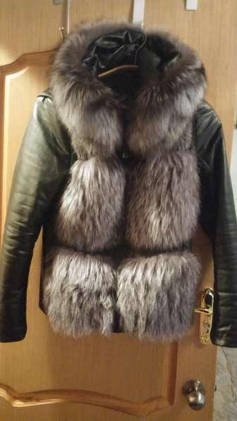 Куртка-жилетка кожаная с чернобуркой и отстегивающими рукава