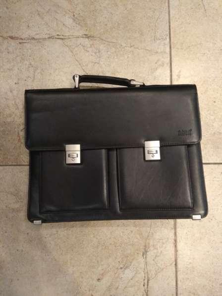 Продается кожаный портфель