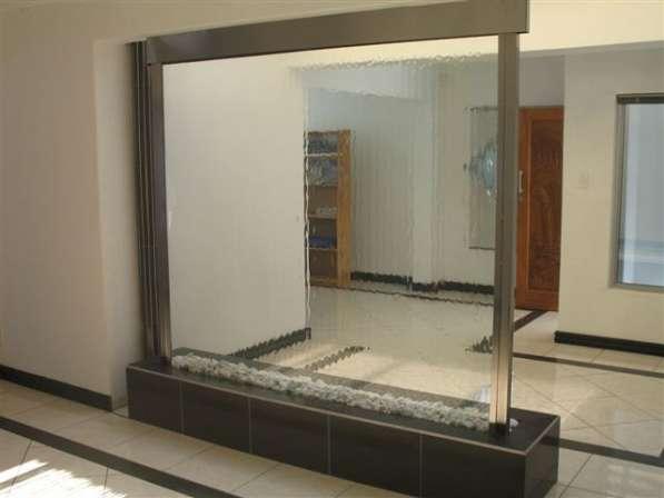Водопады по стеклу сочетают в себе декоративные качества