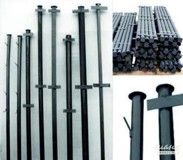 Столбы для заборов, покрытые грунтовкой черного цвета