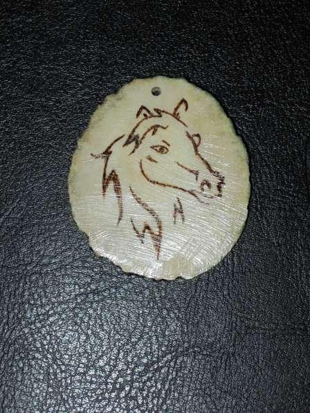 Брелок из рога лося с двусторонней пирографией