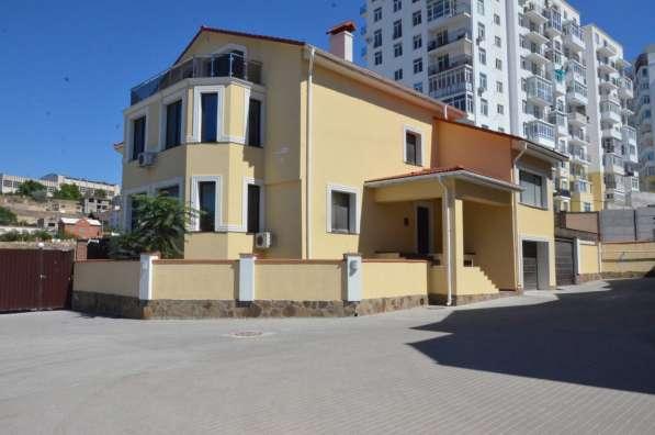 Новый дом 514 м2 в коттеджном поселке на берегу моря