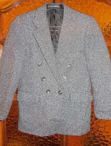 мужские пиджаки 44 и 48-50, жилет, рубашка