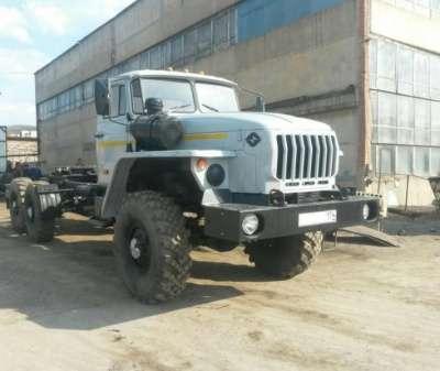 грузовой автомобиль УРАЛ с полуприцепом