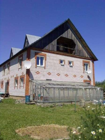 Продам кирпичный большой дом в деревне