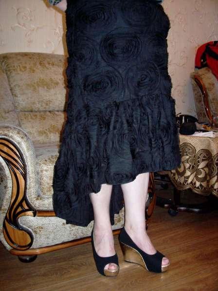 Юбка черная с асимметричным низом, размер 48-50