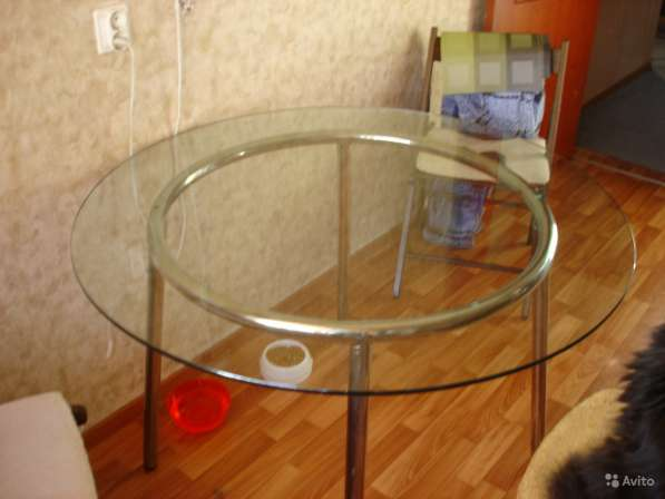 Стол обеденный круглый большой (стекло) в Санкт-Петербурге