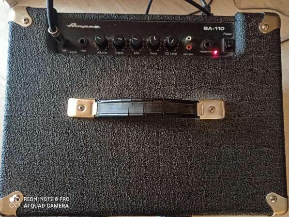Бас гитара 5 струн и комбик 45 ват в фото 3
