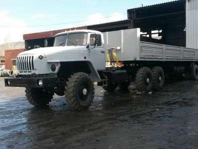 грузовой автомобиль УРАЛ 44202 с полуприцепом