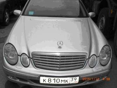 автомобиль Mercedes E-270