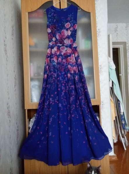 Роскошное платье, цена 2500р