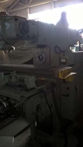 Станок широкоуниверсальный консольно-фрезерный 6Д81Ш