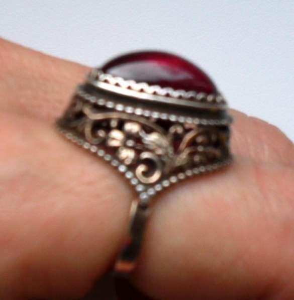 Сережки с красным камешком, феонитики, рубин в перстне р 16