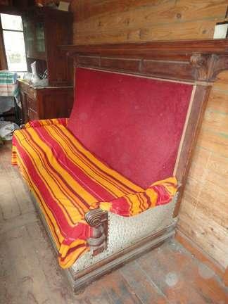 Мебель 19 век диван и буфет