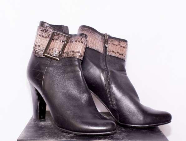 Ботинки женские кожанные новые на каблуке 38 размер