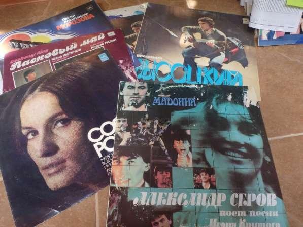 Виниловые пластинки с популярными хитами
