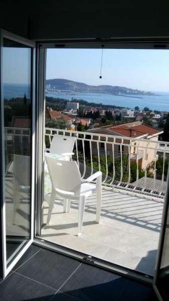 Люкс апартамент на 7 человек с видом на море в фото 8
