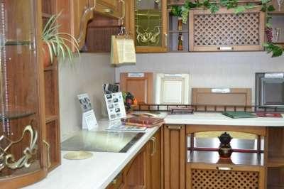 Кухонный гарнитур фасад массив бука КВАДРО 1008