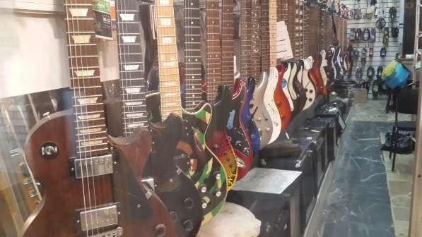 Гитары, синтезаторы световое и звуковое оборудование в Москве фото 5