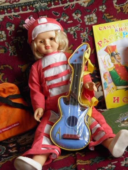 Шикарную большую куклу в отличном состоянии в Анапе фото 6