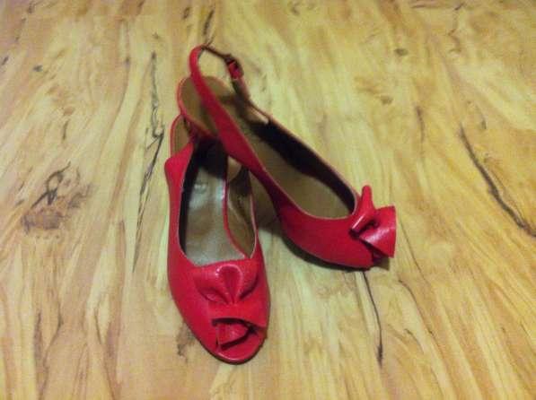 Туфли босоножки красные