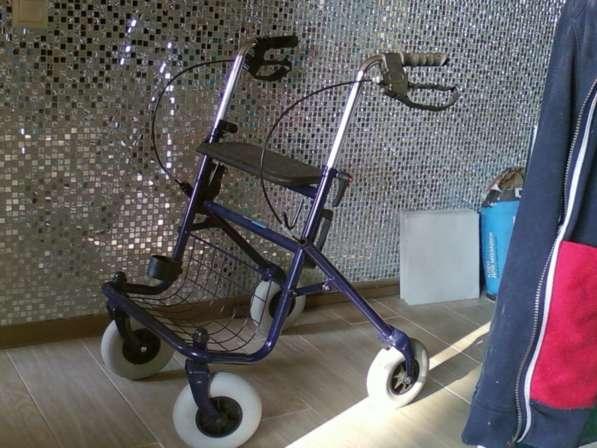 Новое кресло-коляска для инвалида, ходунки