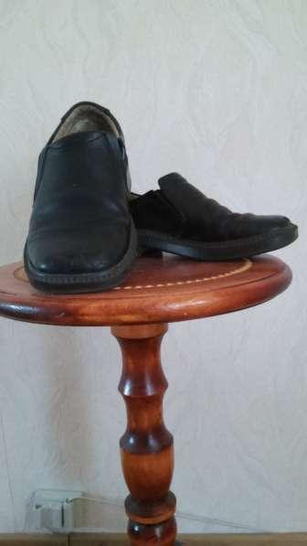 Продаю туфли на мальчика чёрные, размер 33