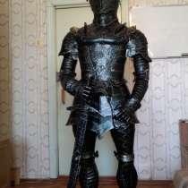 Рыцарь в доспехах-скульптура, в Краснодаре