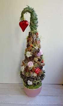 Новогодние елочки из различных материалов, в Сочи