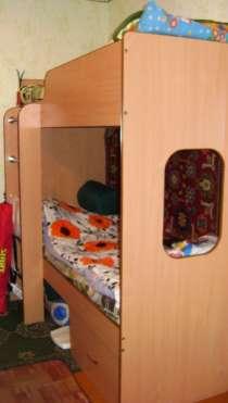 кровать двухярусная и 2 матраса, в Архангельске