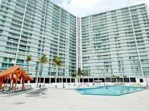 Большая, угловая квартира с ремонтом в Санни-Айлс-Бич, в г.Майами