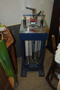 Срочно продаю механический станок для скрепления углов рам, в Сергиевом Посаде
