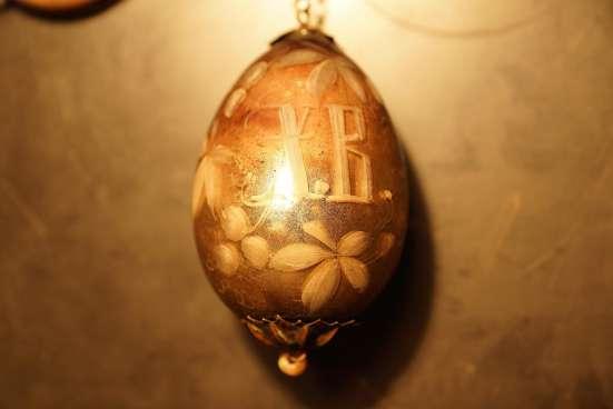 Фарфоровая лампада ф-ки М. Кузнецова с пасхальным яйцом. XIX