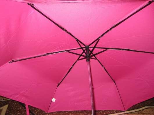 Ярко-розовый зонт со встроенным фонариком в ручке