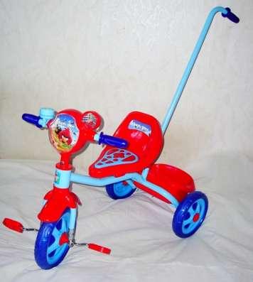 Велосипед трехколесный с ручкой Angry Birds, пластиковые