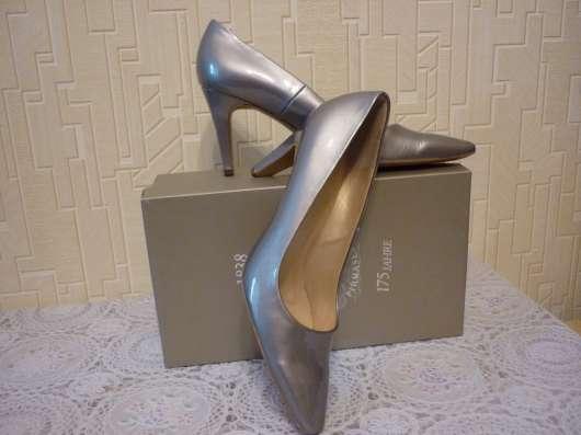 Лаковые перламутровые туфли