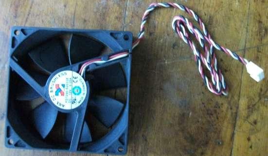 Внутренний вентилятор для компьютера в Москве Фото 1