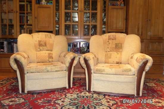 Красивый комплект мягкой мебели в отл. состоянии в Москве Фото 1