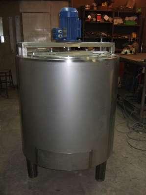 Ёмкость нержавеющая,объем — 0,4 куб.м.,с рубашкой, термоизол